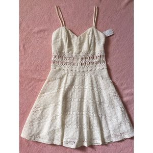 Dresses & Skirts - *NWT* Off-White Juniors Lace Dress